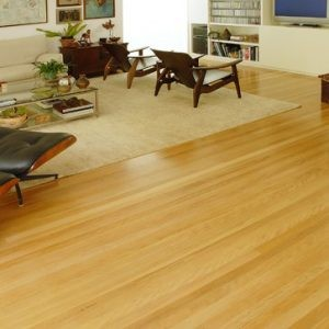 piso de madeira clara ou amarela